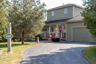 Newmarket Single Family Home For Sale: 228 Cushing Road