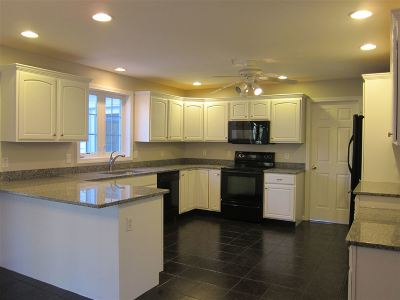 Londonderry Single Family Home For Sale: 3 Sara Beth Lane