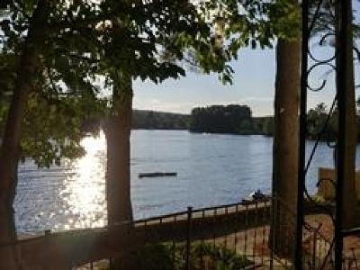 Salem Single Family Home For Sale: 359 N Main Street