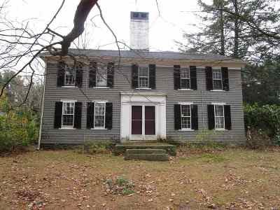 Belknap County, Carroll County, Cheshire County, Coos County, Grafton County, Hillsborough County, Merrimack County, Rockingham County, Strafford County, Sullivan County Single Family Home For Sale: 7 Searles Road