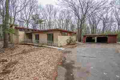 Belknap County, Carroll County, Cheshire County, Coos County, Grafton County, Hillsborough County, Merrimack County, Rockingham County, Strafford County, Sullivan County Single Family Home For Sale: 82 Pelham Road