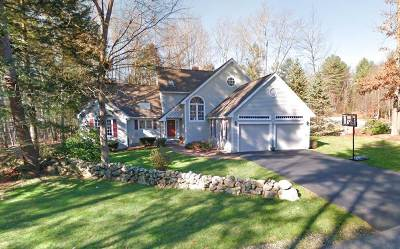 Bedford Single Family Home For Sale: 27 Lancaster Lane