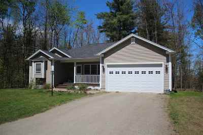 Orleans County Single Family Home For Sale: 111 Cherry Lane