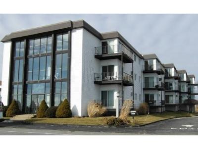 Hampton Condo/Townhouse For Sale: 493 Ocean Boulevard #2