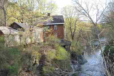 Poultney Single Family Home For Sale: 212 Thrall Road
