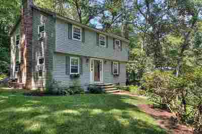 Bedford Single Family Home For Sale: 17 Green Meadow Lane