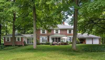 Burlington Single Family Home For Sale: 4 Fairholt Drive