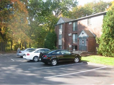 Manchester Condo/Townhouse For Sale: 123 English Village Road #104
