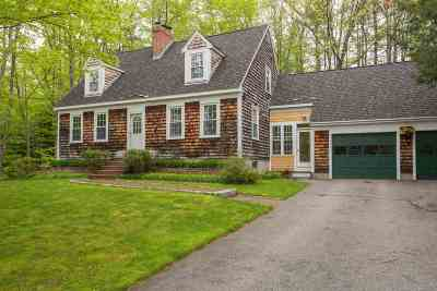 Single Family Home Active Under Contract: 2 Fox Chapel Court
