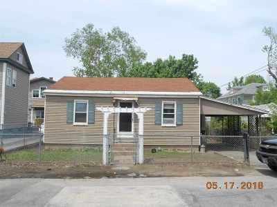 Nashua Single Family Home For Sale: 47 1/2 Gilman Street