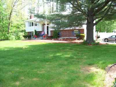 Londonderry Single Family Home For Sale: 13 Yellowstone Drive