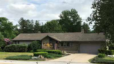 Bedford Single Family Home For Sale: 15 Palomino Lane