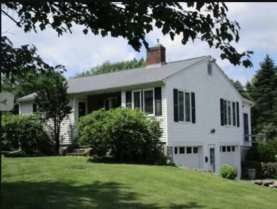 Barrington Single Family Home For Sale: 135 Oak Hill Road