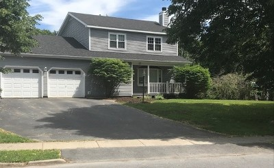 Chittenden County Single Family Home For Sale: 17 Tamarack Drive