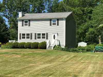 Pelham Single Family Home For Sale: 4 Island Pond Road