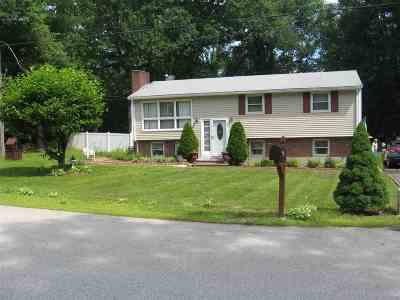 Hudson Single Family Home For Sale: 2 Ridgecrest Drive