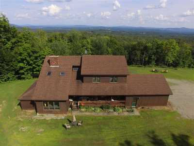 Orleans County Single Family Home For Sale: 450 Tranquility Lane