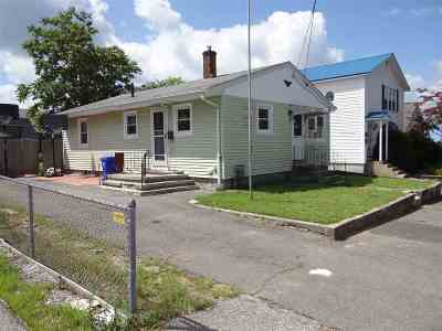 Manchester Single Family Home For Sale: 543 Dix Street