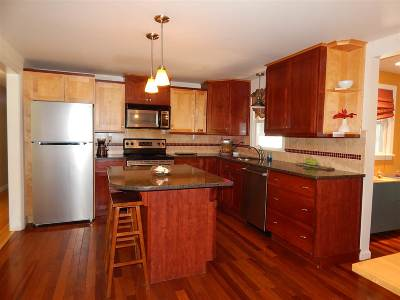 Strafford County Single Family Home For Sale: 39 Sunset Dr