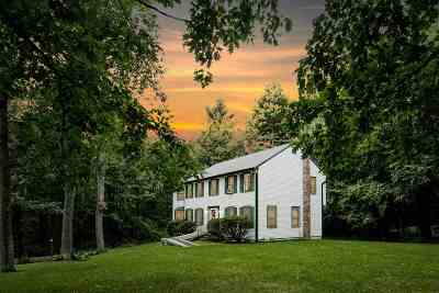 Derry Single Family Home For Sale: 8 Meadowbrook Road