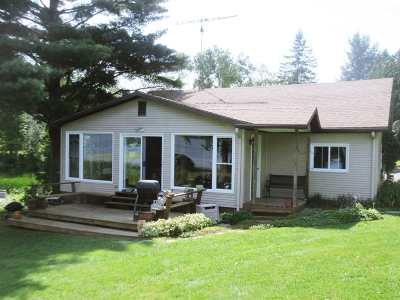 Orleans County Single Family Home For Sale: 82 Lower Road