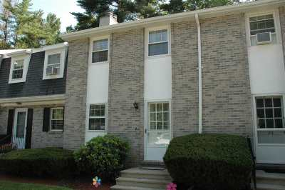 Londonderry Condo/Townhouse For Sale: 82 Fieldstone Drive