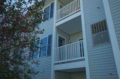 Londonderry Condo/Townhouse For Sale: 4 Crestview Circle #105