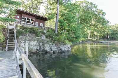 Strafford County Single Family Home For Sale: 265 Durham Point Road