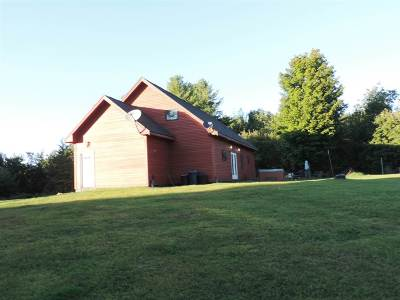 Orleans County Single Family Home For Sale: 5504 Loop Road