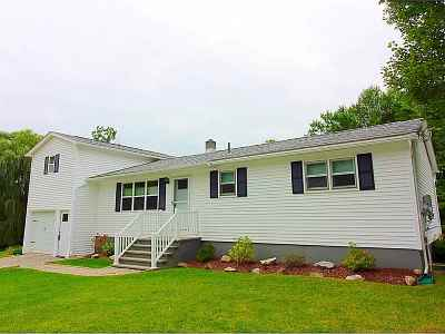 Chittenden County Single Family Home For Sale: 313 Rocky Ridge Circle