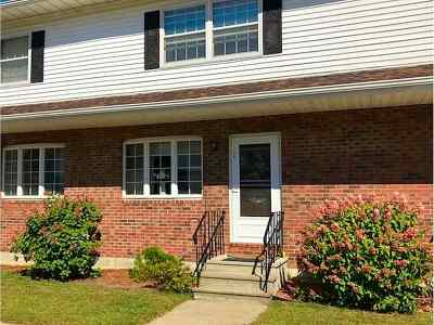 St. Albans City Condo/Townhouse For Sale: 14 Howard Estates