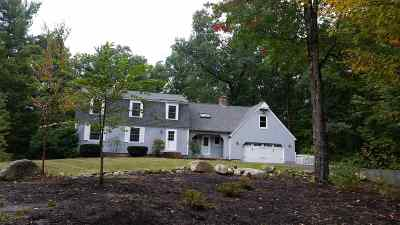 Bedford Single Family Home For Sale: 7 Jackson Square