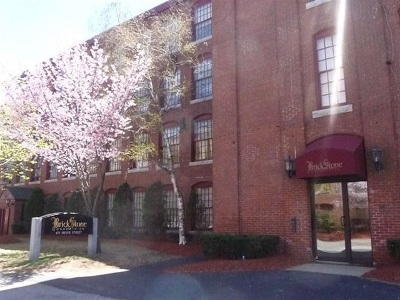 Manchester Condo/Townhouse Active Under Contract: 471 Silver Street #404