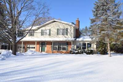 Single Family Home Active Under Contract: 6 Meadow Way