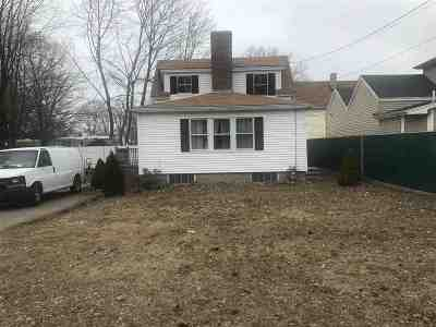 Portsmouth Single Family Home For Sale: 5 Echo Avenue