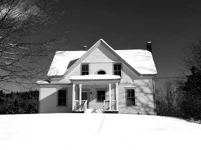 Orleans County Single Family Home For Sale: 499 Vt 100 Route