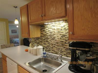 Londonderry Condo/Townhouse Active Under Contract: 2 Crestview Circle #81