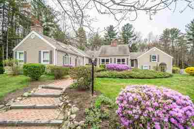Bedford Single Family Home For Sale: 64 Carriage Lane