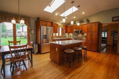Nashua Single Family Home For Sale: 7 Rugby Road