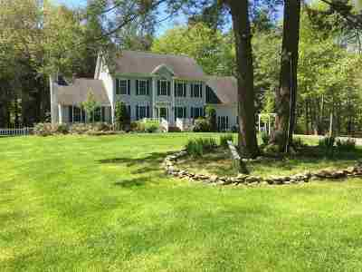 Stratham Single Family Home For Sale: 10 Oxbow Farm Road