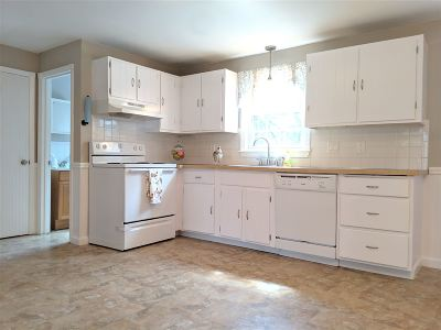 Londonderry Condo/Townhouse For Sale: 126 Sandstone Circle