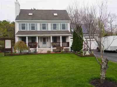 Seabrook Single Family Home For Sale: 18 Viola Circle