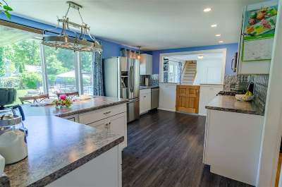 Rochester Single Family Home For Sale: 6 Towle Lane