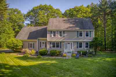 Brentwood Single Family Home For Sale: 214 Middle Road