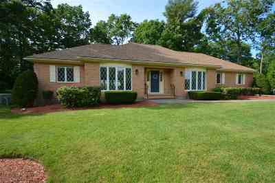 Salem Single Family Home For Sale: 23 Woodmeadow Drive