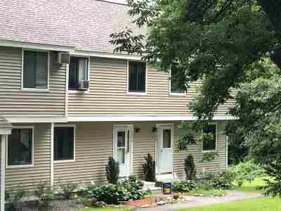 Londonderry Condo/Townhouse For Sale: 115 Bayberry Lane