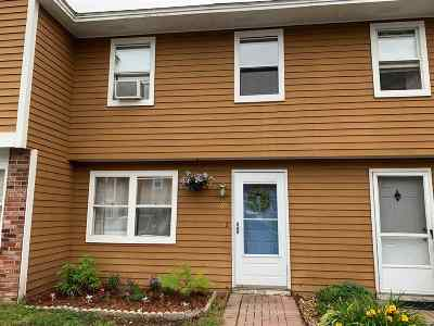 Derry Condo/Townhouse For Sale: 69 Stonegate Lane