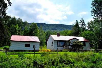 Morristown Single Family Home Active Under Contract: 915 Elmore Mountain Road