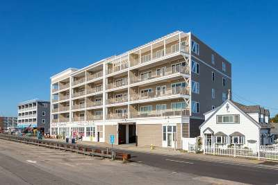 Hampton Condo/Townhouse For Sale: 339 Ocean Boulevard #406