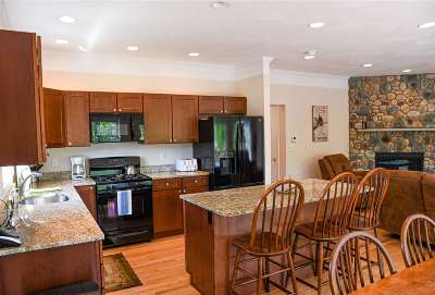 Lincoln  Condo/Townhouse For Sale: 4 Pine Bluff Terrace #B